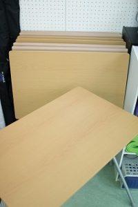 池袋 レンタルスタジオ には 机 が8台あります